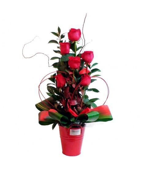 Centro de 6 rosas con base metálica